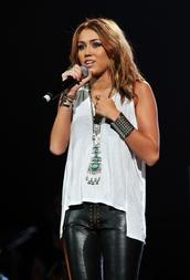 necklace,jewels,miley cyrus,pants