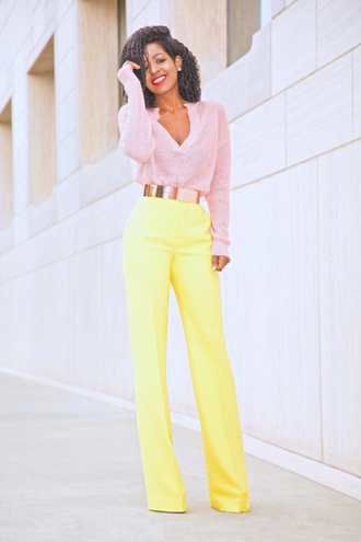 blogger sweater pants belt shoes pink sweater yellow pants