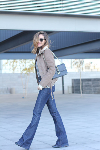 lady addict blogger sweater jeans shoes jacket sunglasses bag