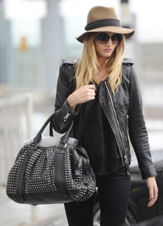 rosie huntington-whiteley burberry black bag leather jacket black hat brown hat jacket leather? black fall outfits bag
