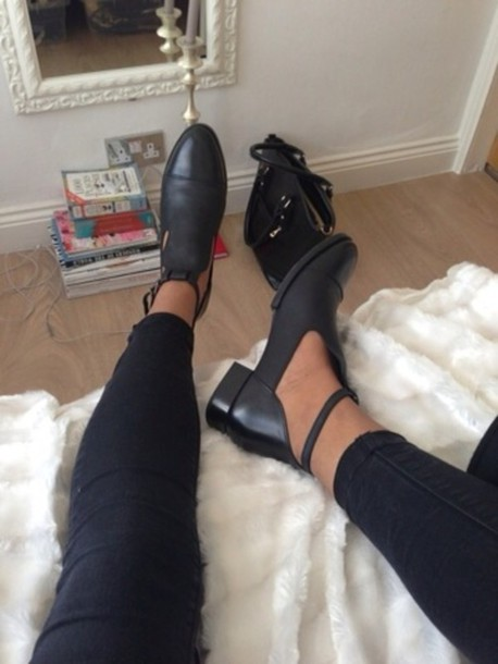 shoes black boots heels cut-out straps blogger tumblr cut-out cut out ankle boots detail boots biker boots summerlife buckle boots lace up fall outfits high heels black flats cut out ankle boots black shoes
