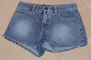 "Fine ""cherokee"" low rise faded blue denim short shorts size 10"