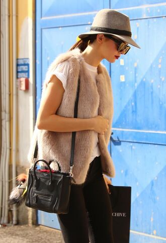 jacket hat fur fur vest faux fur kendall jenner fashion week 2014 streetstyle felt hat faux fur vest bag