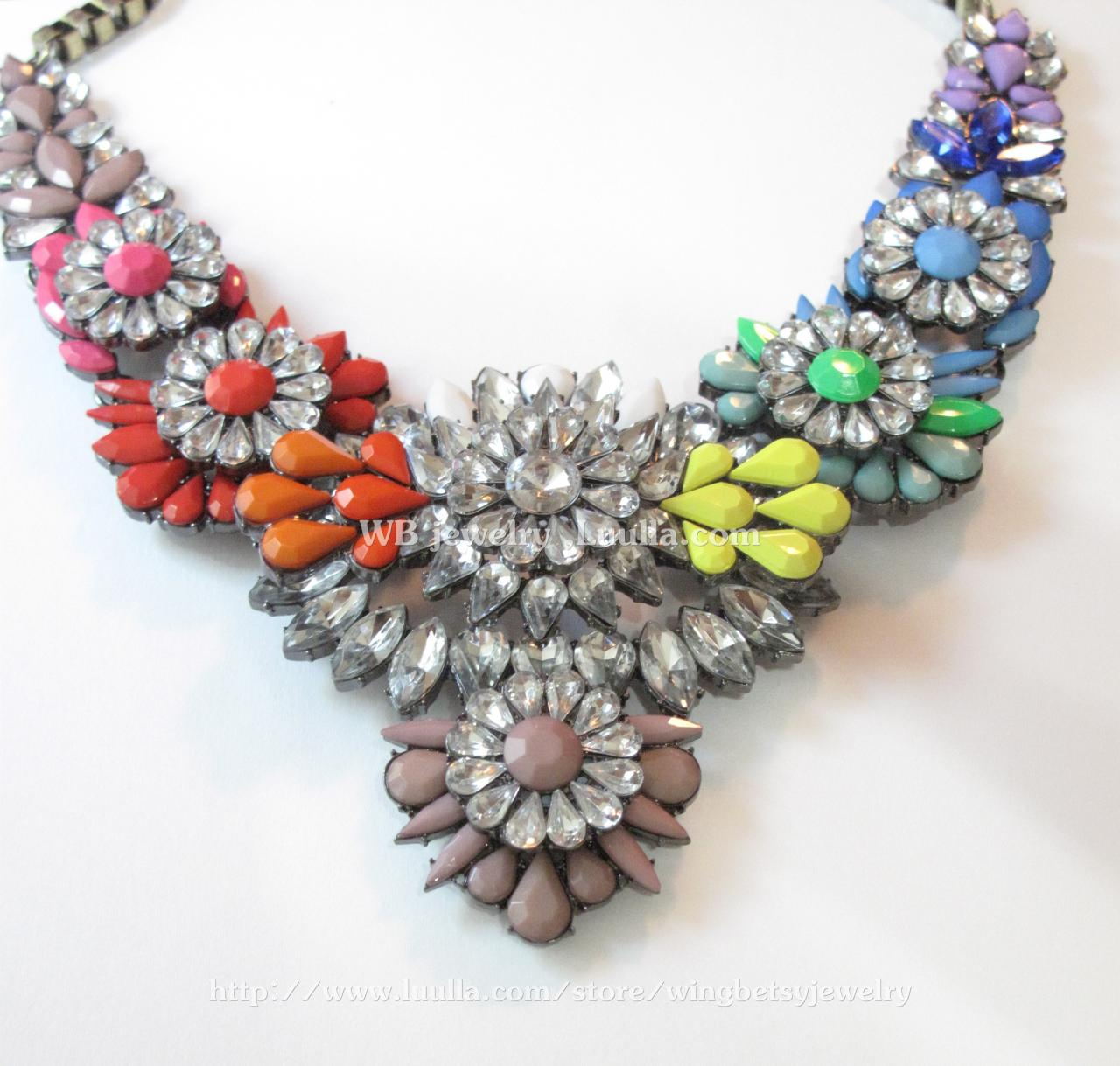 Gem flower statement necklace on luulla