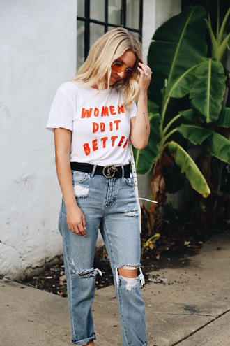 t-shirt blogger blogger style belt graphic tee mom jeans yves saint laurent ripped jeans aviator glasses