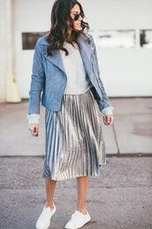 skirt,tumblr,pleated skirt,metallic pleated skirt,metallic,midi skirt,pleated,silver,top,white top,sneakers,white sneakers,jacket,leather jacket,blue jacket