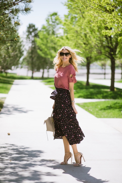 skirt maxi skirt floral printed skirt wrapped skirt t-shirt knotted sleeves pumps blogger blogger style