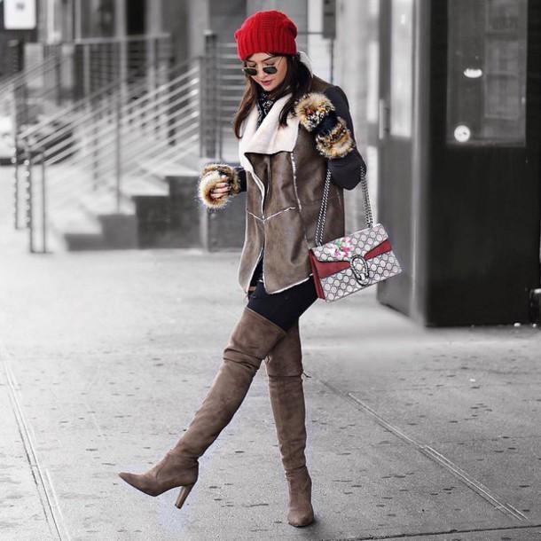 ec400725a3018 jacket shearling vest vest shearling jeans black jeans ripped jeans black  ripped jeans boots grey boots