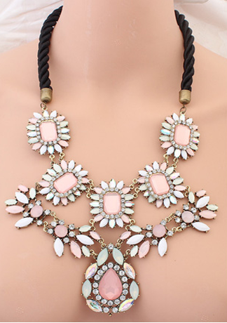 Chasi Clust Necklace | Outfit Made