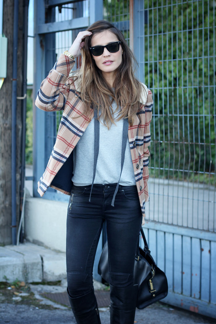 preppy tartan jacket  | Lady Addict en stylelovely.com