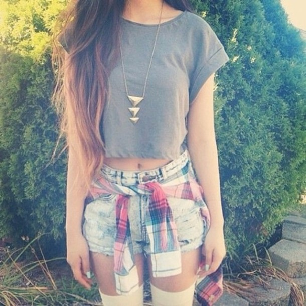jewels necklace gold triangle top crop tops t-shirt grey shorts High waisted shorts denim shorts denim high waisted denim short skirt squared shirt gold necklace gold jewelry