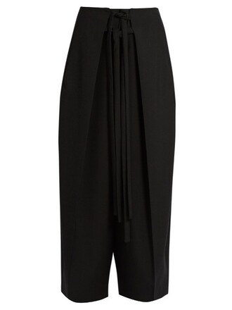 pleated cropped black pants
