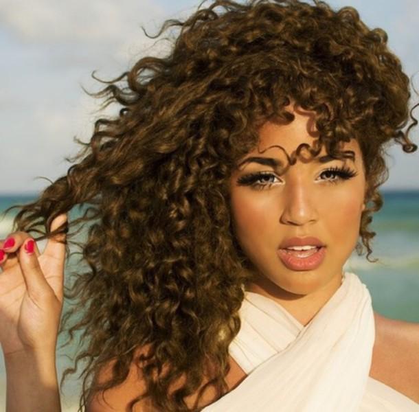 make-up eye makeup hairstyles curly hair brunette white top jadah doll Jadah Doll nails