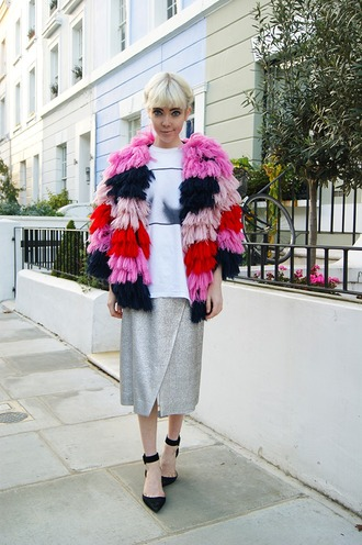 stella's wardrobe blogger ruffle oversized t-shirt colorful pink jacket