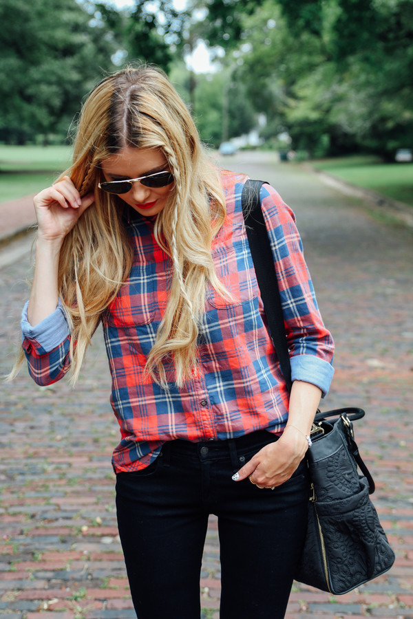 barefoot blonde top jeans shoes bag jewels sunglasses make-up
