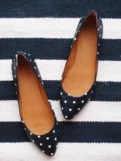shoes,polka dots,flats,black and white,ballerina shoe,white dots,womens shoes,pointy toe shoes,ballet flats