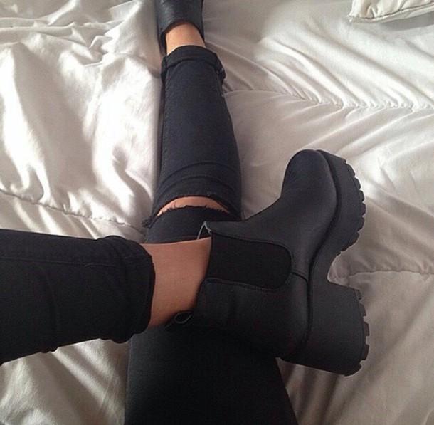 shoes jeans black boots ancle boots black shoes black cardigan leather platform shoes heel boots boots black heeled boots ankle boots grunge cute tumblr black booties chelsea mid high black shoes heels black heels grunge shoes black grunge shoes