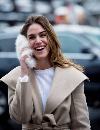 coat nyfw 2017 fashion week 2017 fashion week streetstyle camel coat camel top white top