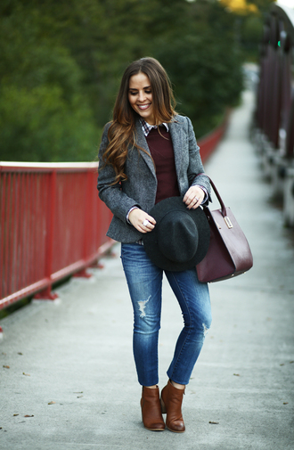 dress corilynn blogger fall outfits burgundy burgundy sweater ripped jeans blazer