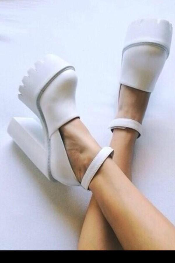 shorts white shoes