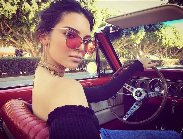 blouse top off the shoulder sunglasses kendall jenner instagram kardashians necklace jewels choker necklace gold choker keeping up with the kardashians model model off-duty jewelry layered celebrity style