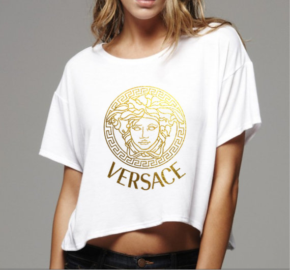 10 detail donna t shirts versace jeans t shirt con stampa barocca e. Black Bedroom Furniture Sets. Home Design Ideas