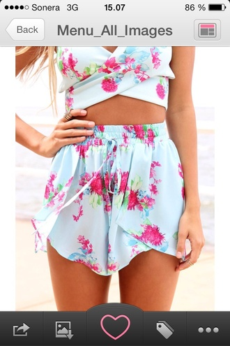 shorts flowered shorts beachwear floral top turcose pink flowers summer outfits