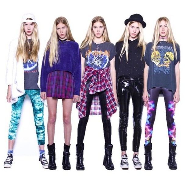 skirt 90s style 90s style cute outfits shoes top sweater leggings printed leggings converse flannel hat black jewerly hair accessory