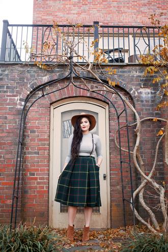 noelles favorite things blogger top skirt hat shoes