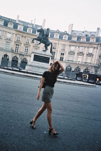 skirt jeanne damas fashionista mini skirt grey skirt t-shirt black t-shirt sandals black sandals summer outfits