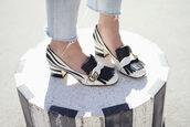 shoes,tumblr,zebra print,zebra,mid heel pumps,pumps,fringe shoes,fringes,gucci,gucci shoes,thick heel,block heels,animal print,pilgrim shoes,high heel loafers