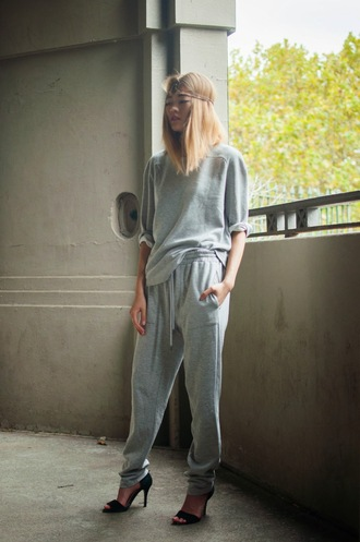 bam it's joanne blogger grey t-shirt grey sweatpants oversized t-shirt