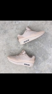shoes,nike air,nude,trainers,nike,nike shoes,air max,rose,pink,sneakers,girl,nike running shoes,beige,creme