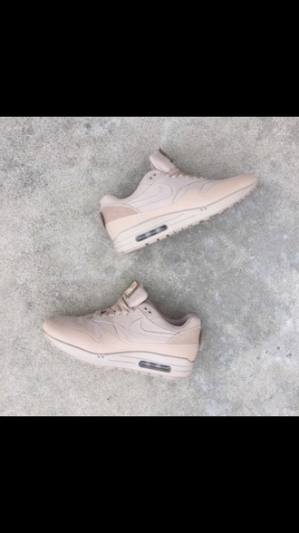 shoes nike air nike air max thea trainers perfect nike running shoes rose nike shoes nike free run nike shoes for women nude dress nude shoes cafe air max pink nike nikeair pastel sneakers light pearl pink shorts urban pastel pink nude sneakers girl beige creme