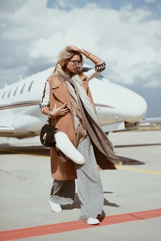 en vogue coop blogger scarf wide-leg pants sleeveless coat camel coat keychain