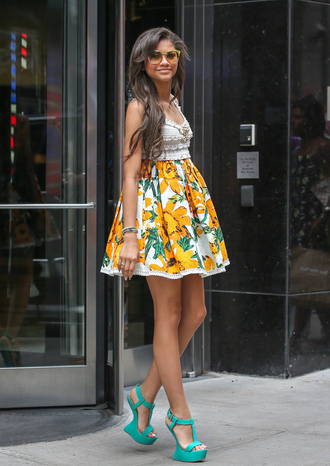 dress zendaya floral cream top shoes