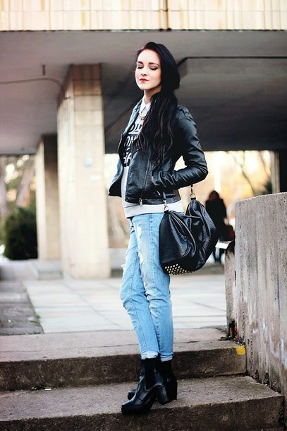 leona meliskova blogger sweater acid wash jeans leather jacket black bag rock