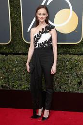 jumpsuit,top,pants,one shoulder,Alexis Bledel,Golden Globes 2018,pumps,black and white