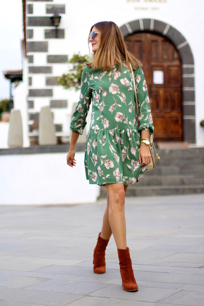 marilyn's closet blog blogger dress shoes bag sunglasses jewels t-shirt fall outfits boots gold bag green dress