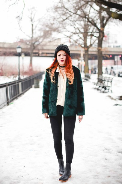 le happy blogger faux fur jacket forest green winter boots coat blouse shoes hat winter outfits