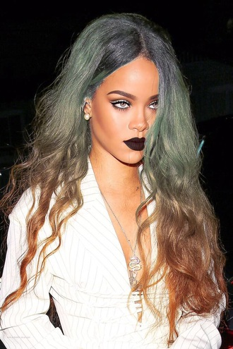 make-up rihanna rihanna lipstick dark lipstick hair dye long hair ombre hair blouse cat eye live love sexy beautiful