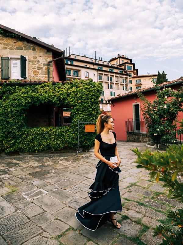 skirt blogger maxi skirt ruffle top sandals black skirt blogger style