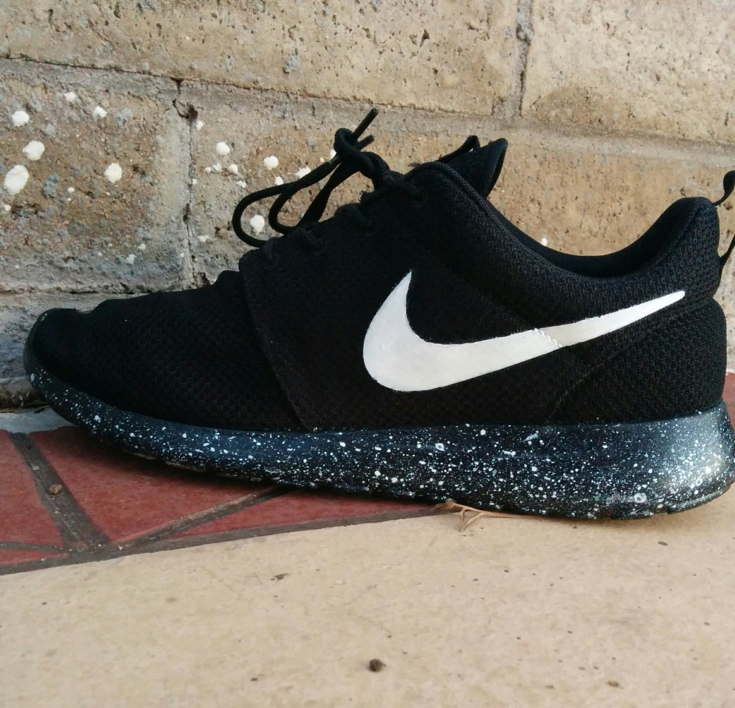 6b5386b709c0 NIKE ROSHE SPECKLED SOLE SNEAKERS on The Hunt