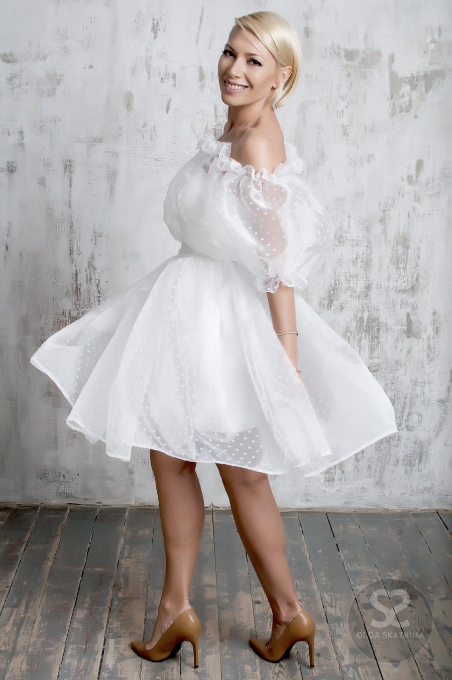 Прозрачное платье из органзы из совместной коллекции дизайнера Ольги Сказкиной и телеведущей Авроры. | Skazkina