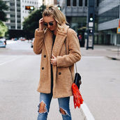 coat,tumblr,fuzzy coat,teddy bear coat,denim,jeans,blue jeans,sunglasses