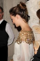 dress,clothes,celebrity,white,gold sequins,shirt,gold,glitter,boho,blouse,oriental,gold details,olivia wilde,diamonds,jewels,glitter dress,sparkle,sparkling dress,beautiful,gorgeous,prom dress,embellished dress,embellished top,hot,elegant,elegant dress