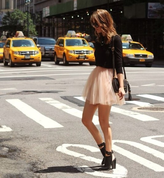 light pink shoes skirt black streetstyle shades