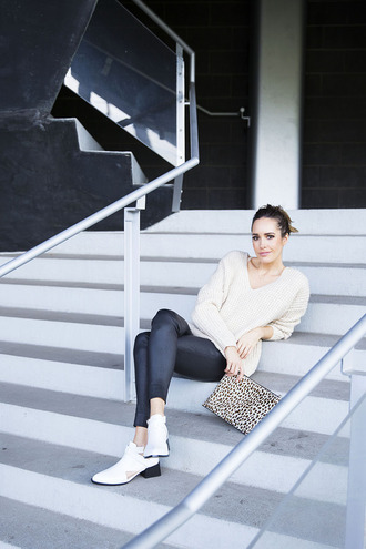louise roe blogger bag white sweater beige sweater leather pants black pants clutch animal print white boots