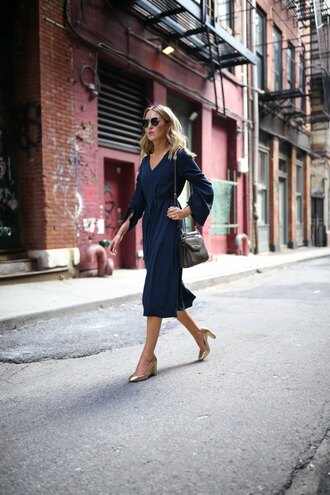 memorandum blogger dress shoes sunglasses jewels bag pumps midi dress blue dress shoulder bag summer outfits