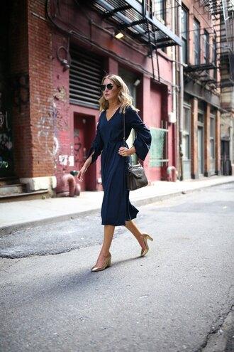 memorandum blogger dress shoes sunglasses jewels bag pumps midi dress blue dress shoulder bag summer outfits